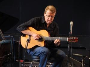 The mastery of Brazilian guitar with Romero Lubambo